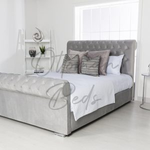 Chesterfield sleigh bed no beading 2