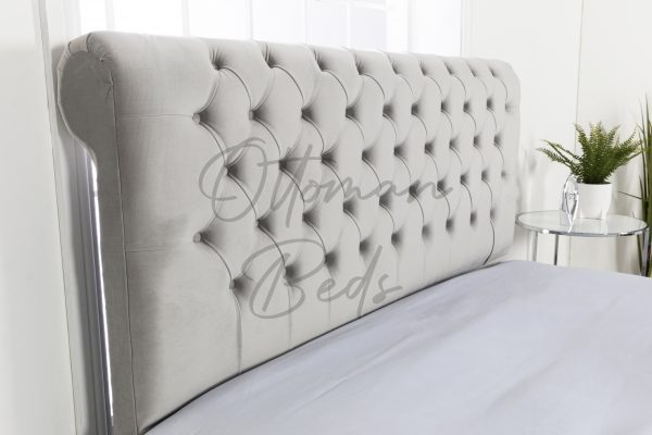 Chesterfield sleigh bed no beading 5